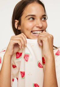 OYSHO - WATERMELON NIGHTDRESS 30274786 - Nightie - white - 4