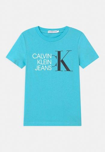 HYBRID LOGO FITTED - T-shirt med print - blue