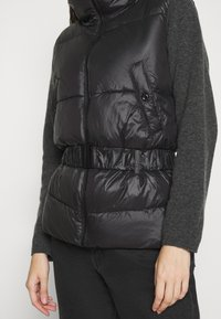 ONLY - ONLTRIXIE BELTED PUFFER WAISTCOAT  - Liivi - black - 5