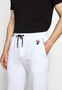 KARL LAGERFELD - PANTS - Tracksuit bottoms - white - 5