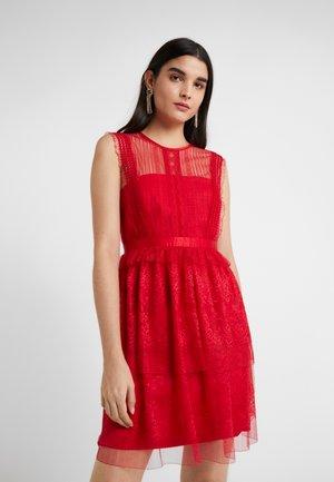 FEARLESS DRESS - Sukienka koktajlowa - scarlet red