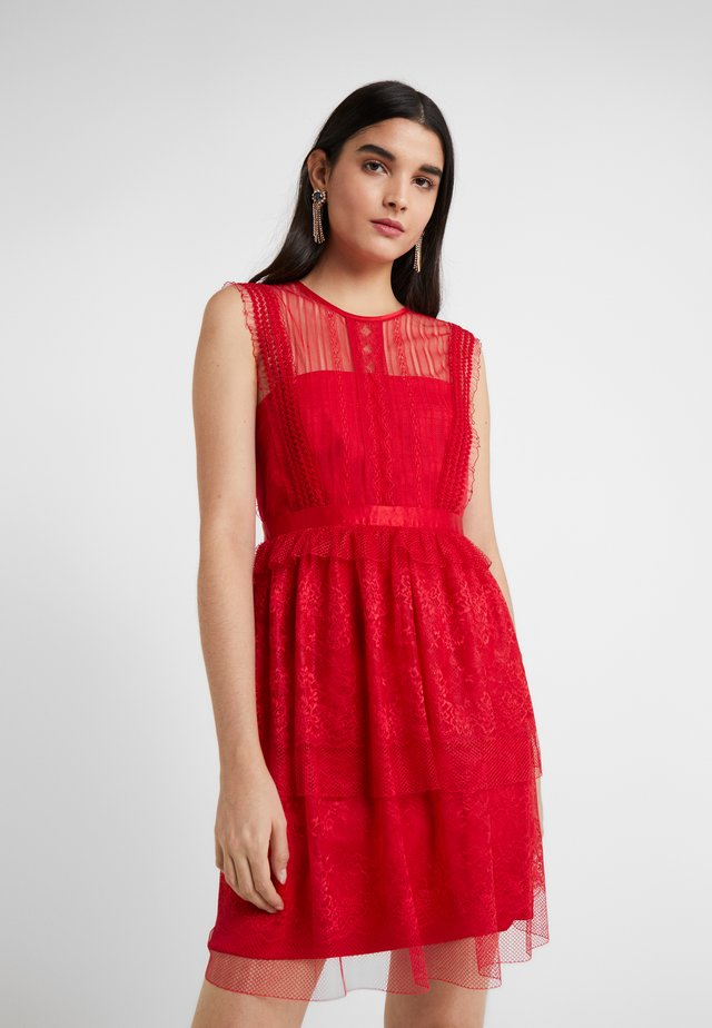 FEARLESS DRESS - Vestido de cóctel - scarlet red