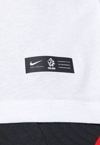 Nike Performance - POLEN TEE EVERGREEN CREST - Camiseta estampada - white - 5