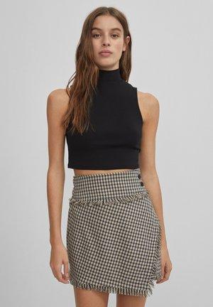 MIT AUSGEFRANSTEM SAUM UND KAROPRINT - A-line skirt - beige