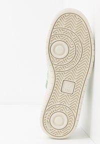 Veja - V-12 - Zapatillas - extra-white/emeraude/black - 4