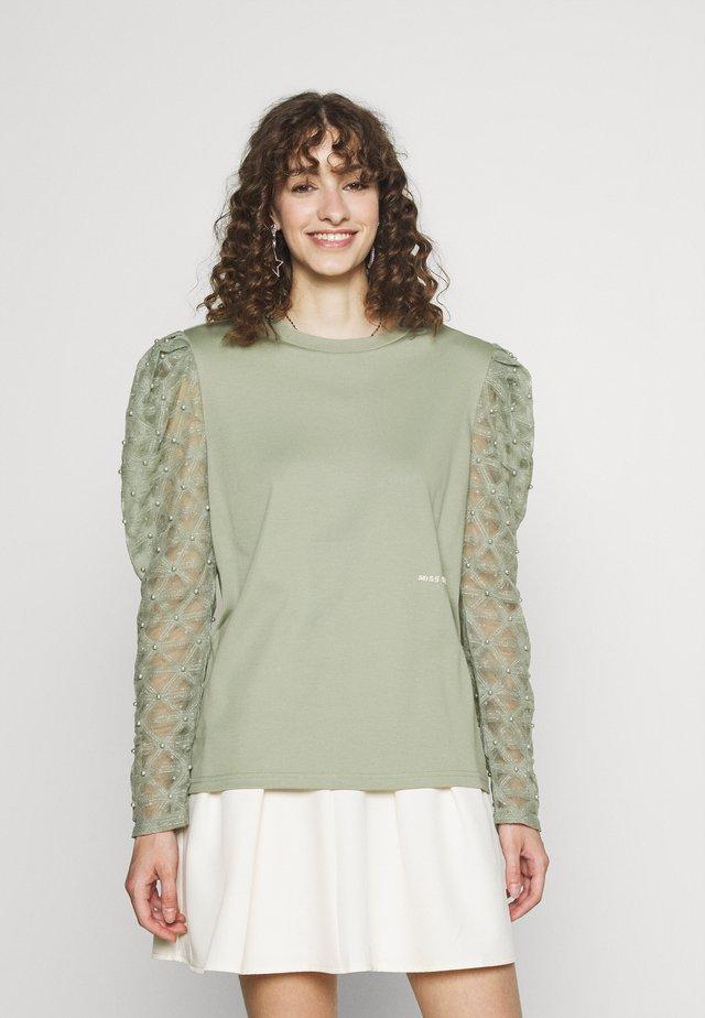 Long sleeved top - green grey