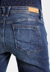 edc by Esprit - OCS 5  - Jeans Slim Fit - blue dark wash - 4