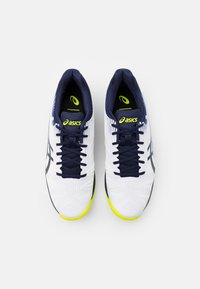 ASICS - SOLUTION SPEED FF INDOOR - Tennissko til tæppe - white/peacoat - 3