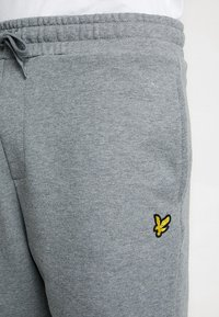 Lyle & Scott - Shorts - mid grey marl - 3