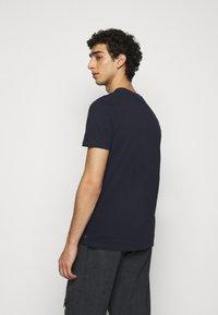 Han Kjøbenhavn - CASUAL TEE - Basic T-shirt - mood indigo - 2
