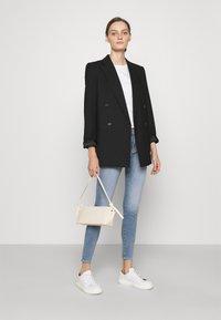 AG Jeans - FARRAH SKINNY ANKLE - Skinny-Farkut - light blue - 1