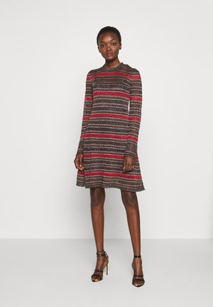 Strikket kjole - multi