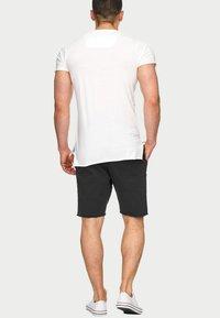 INDICODE JEANS - CARVER - Denim shorts - black - 2