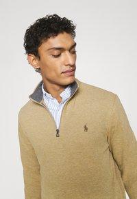 Polo Ralph Lauren - JERSEY QUARTER-ZIP PULLOVER - Sweatshirt - luxury tan heather - 3