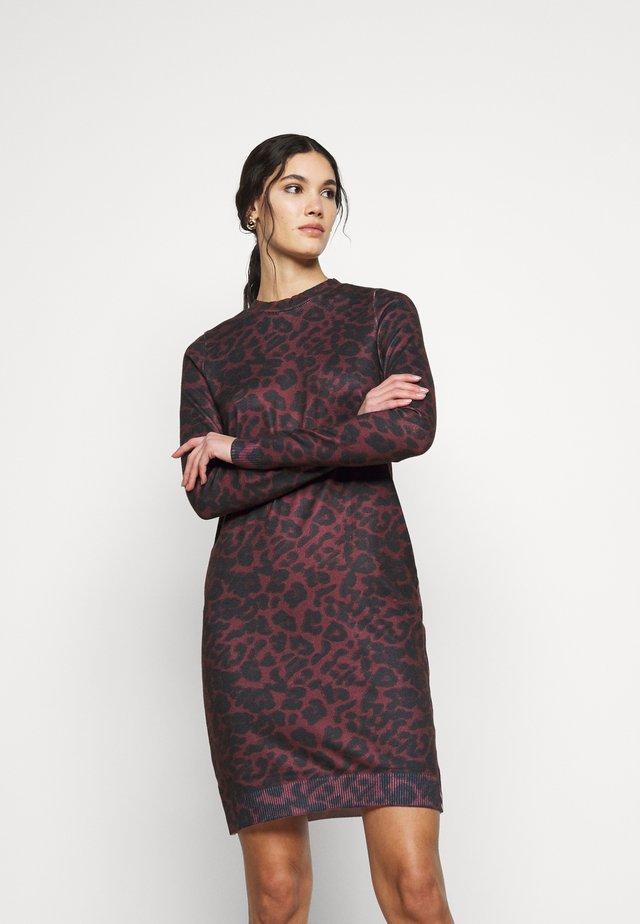 VMHOWL O NECK  DRESS - Day dress - winetasting/black