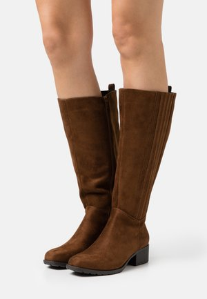 WIDE FIT CLEATED SOLE SQUARE TOE BOOT - Kozaki - brown
