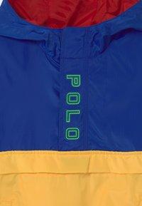 Polo Ralph Lauren - OUTERWEAR - Vodotěsná bunda - sapphire star/yellow - 2