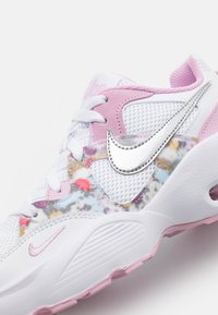 Nike Sportswear - AIR MAX FUSION - Baskets basses - white/metallic silver/light arctic pink - 5