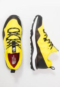 The North Face - M ACTIVIST FUTURELIGHT - Obuwie hikingowe - lemon/black - 1