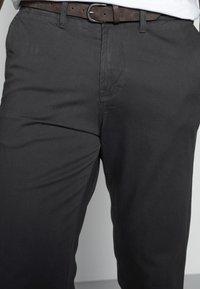 Jack & Jones - JJICODY JJSPENCER - Trousers - dark grey - 3