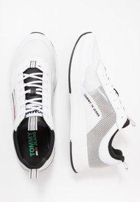 Tommy Jeans - GRADIENT FLEXI RUNNER - Sneakersy niskie - black - 1