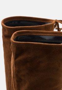 Steve Madden - GERARDINE - Overknee laarzen - brown - 5