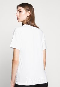 MM6 Maison Margiela - SHORT SLEEVES - Triko s potiskem - white - 3