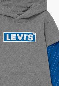 Levi's® - MICRO LOGO HOODIE - Felpa con cappuccio - grey heather - 3