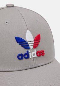 adidas Originals - BASEB CLASS UNISEX - Cap - medium grey heather solid grey/team royal blue - 3