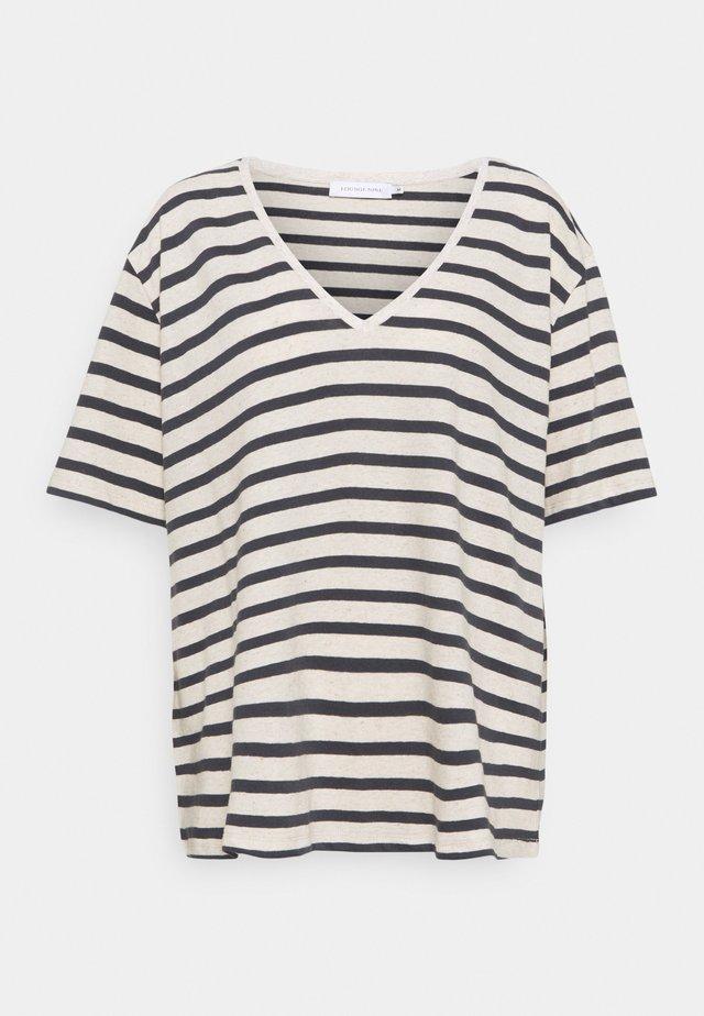 KYA  - T-shirt print - sedona/sage