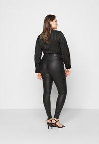 Vero Moda Curve - VMLORA COAT PANTS - Jeans Skinny Fit - black - 2