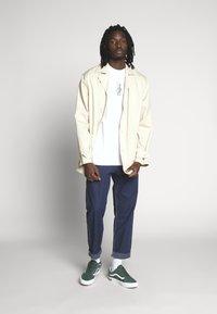 HUF - PHIL FROST BEARBRICK TEE - T-Shirt print - white - 1