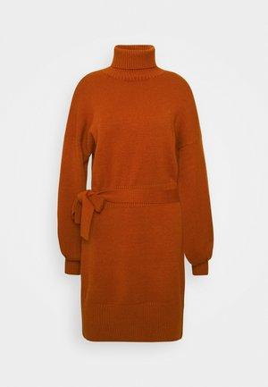 LEOTI - Strikket kjole - brown
