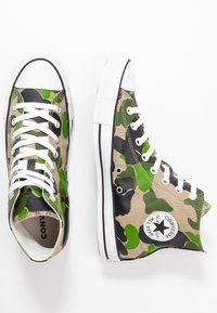 Converse - CLASSIC CHUCK  - Sneakersy wysokie - black/candied ginger/white - 1