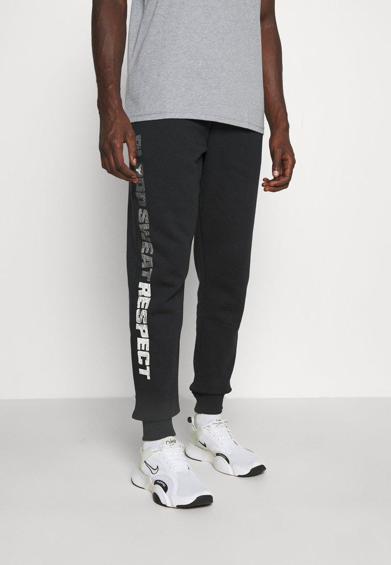 Under Armour - ROCK RIVAL - Pantalones deportivos - black