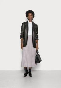 Rich & Royal - PLISSEE SKIRT - Plisovaná sukně - cloudy grey - 1