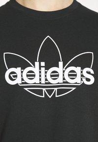 adidas Originals - GRAPHIC UNISEX - T-shirts print - black/white - 5