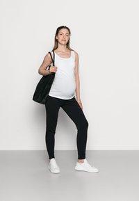 Anna Field MAMA - Spodnie treningowe - black - 1