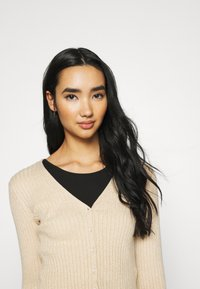 Monki - SILJA CARDIGAN - Cardigan - beige dusty light - 3