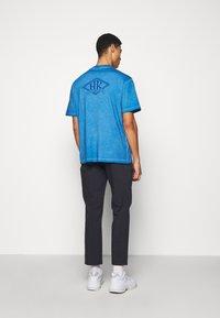 Han Kjøbenhavn - BOXY TEE - Print T-shirt - faded blue - 2