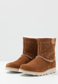 Clarks - CROWN PIPER - Classic ankle boots - tan - 3