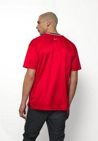 Nike Sportswear - NSW NIKE AIR - T-shirt con stampa - university red/black/white - 2