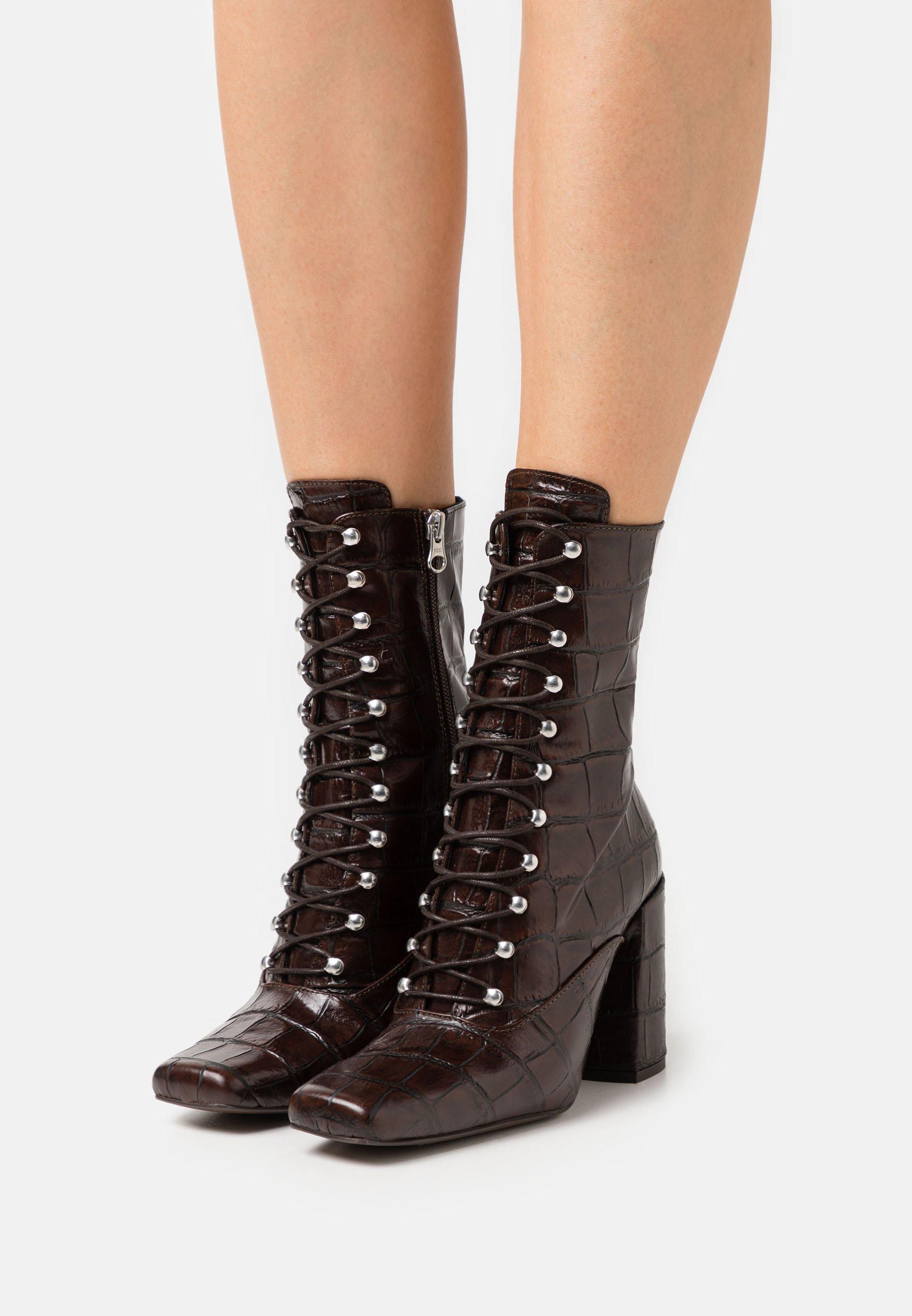 Women High heeled boots