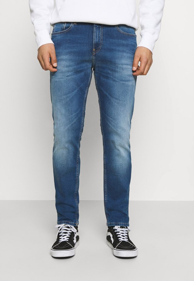 RYAN RELAXED STRAIGHT - Jeans baggy - wilson mid blue stretch