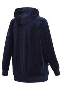 adidas Originals - VELOUR TREFOIL HOODIE (PLUS SIZE) - Hoodie - blue - 9
