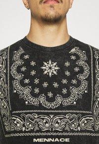 Mennace - ROSEBOWL BANDANA REGULAR - Print T-shirt - black - 5