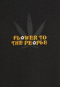 Afends - FLOWER HOUR - Triko spotiskem - raven - 2