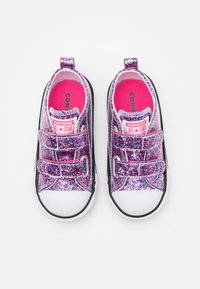 Converse - CHUCK TAYLOR ALL STAR COATED GLITTER - Tenisky - bold pink/white/black - 3
