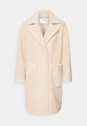 SLFNEW NANNA TEDDY JACKET  - Classic coat - sandshell