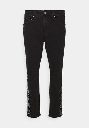 SLIM TAPER - Jeans Tapered Fit - denim black